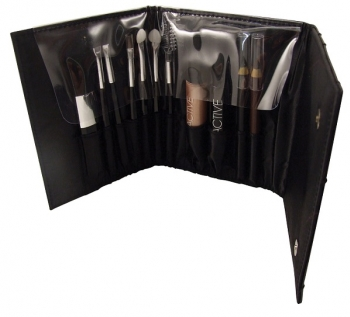 active-cosmetics-glamour-tools-of-the-trade-box-set[1].jpg